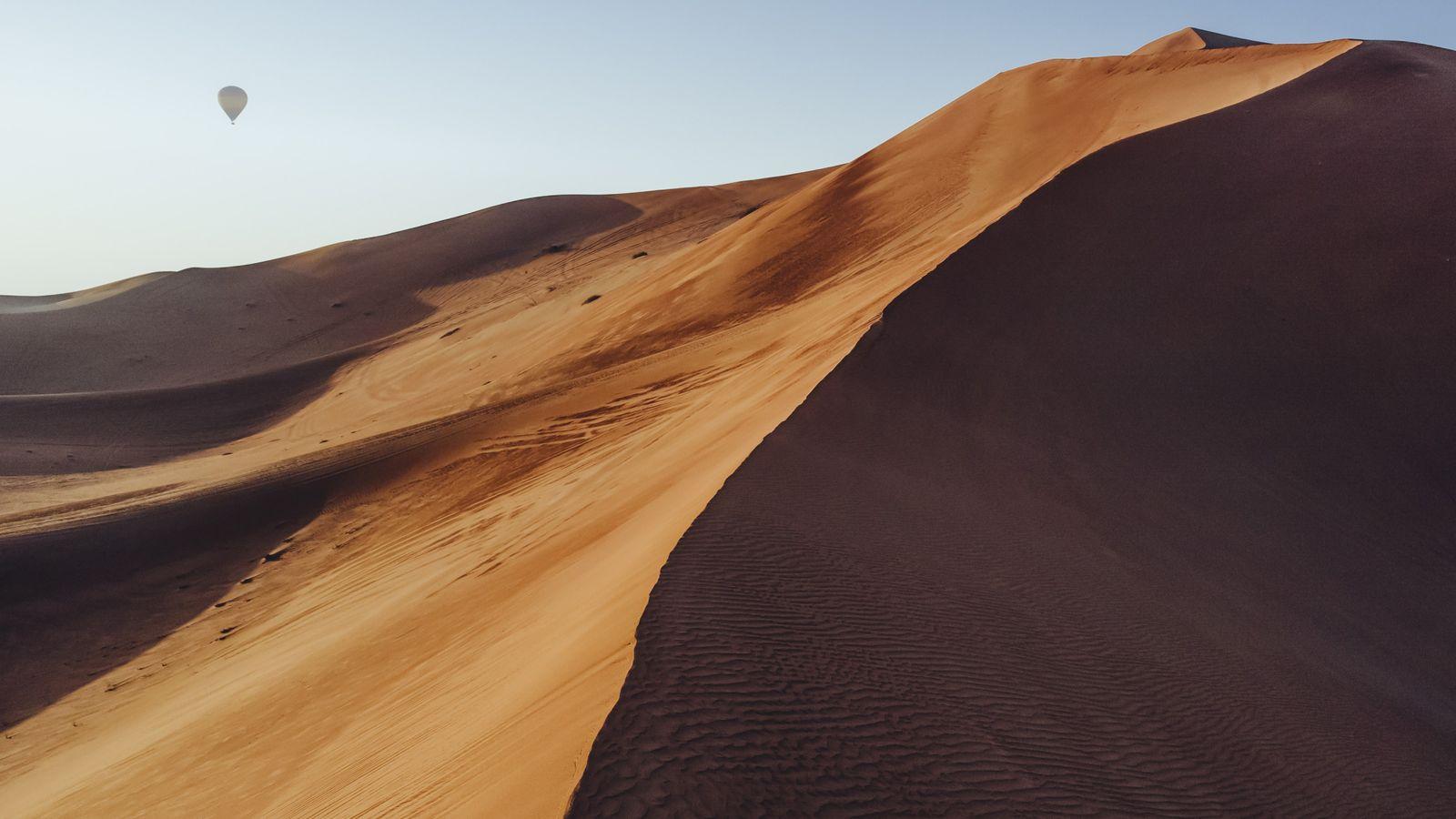 Outdoors activities in Oman, desert hot air balloon ride