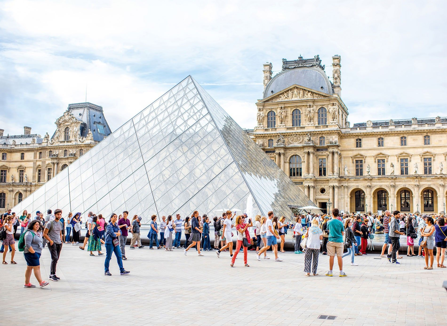 Tourists outside the Louvre