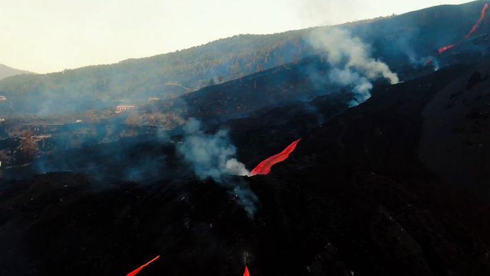 Lava flowing non-stop in La Palma