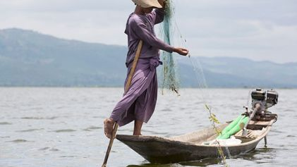 Myanmar: The leg rowers of Inle Lake
