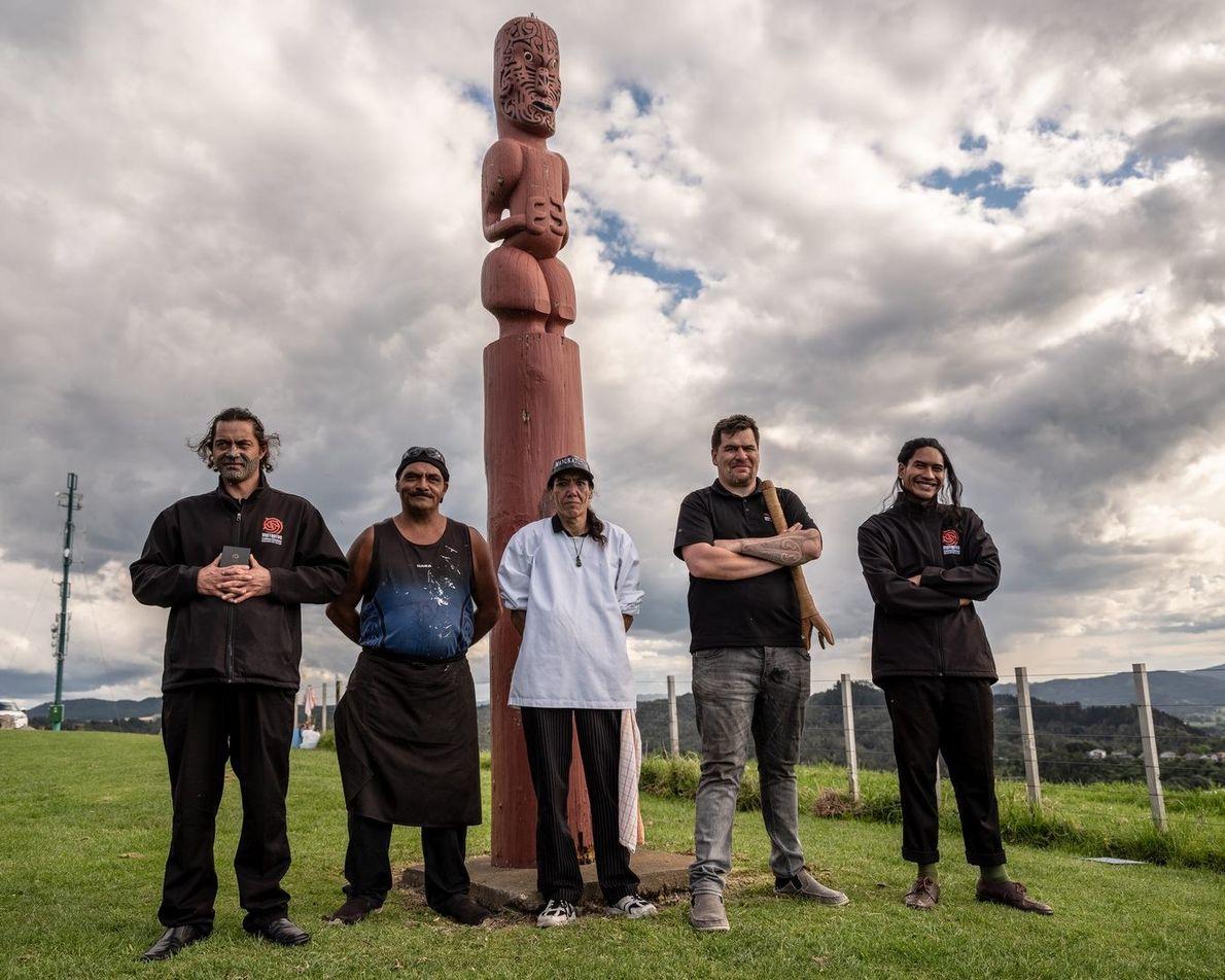Members from the Mataatua Marae New Zealand, Portraits