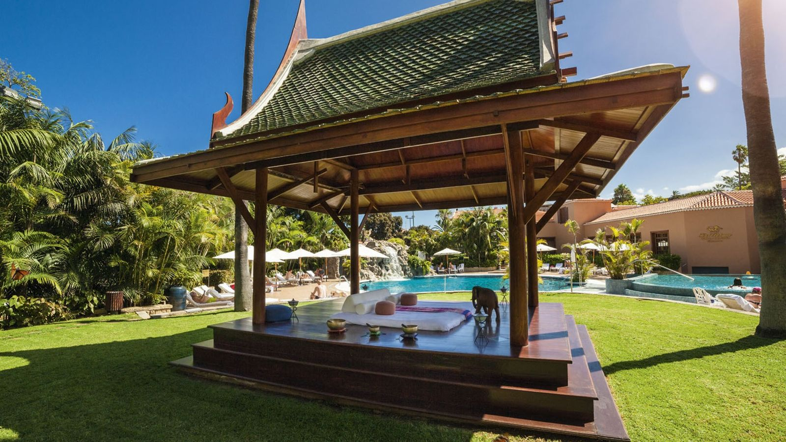 Outdoors space with a pool at Hotel Botánico & The Oriental Spa Garden