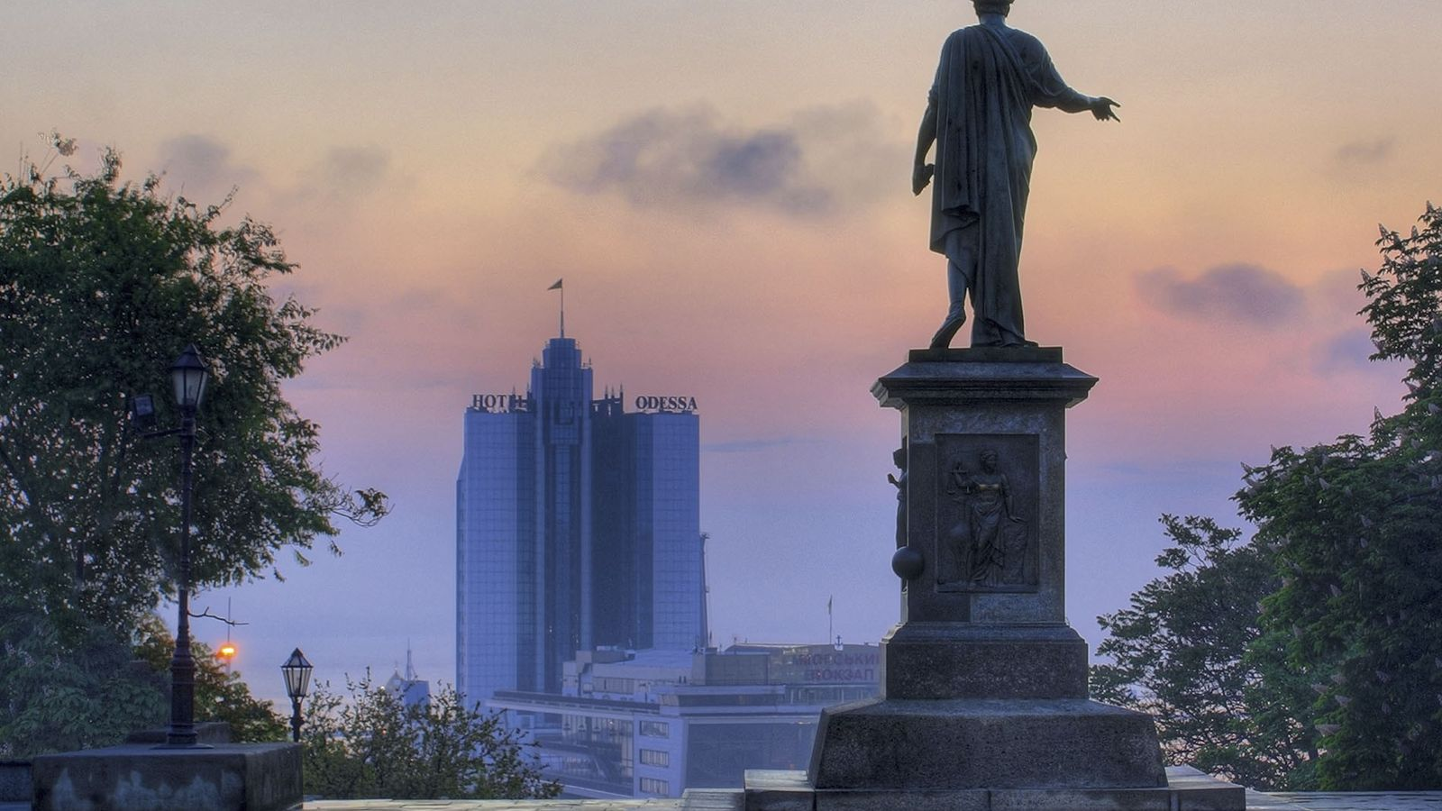 A stature overlooking Hotel Odessa in the distance
