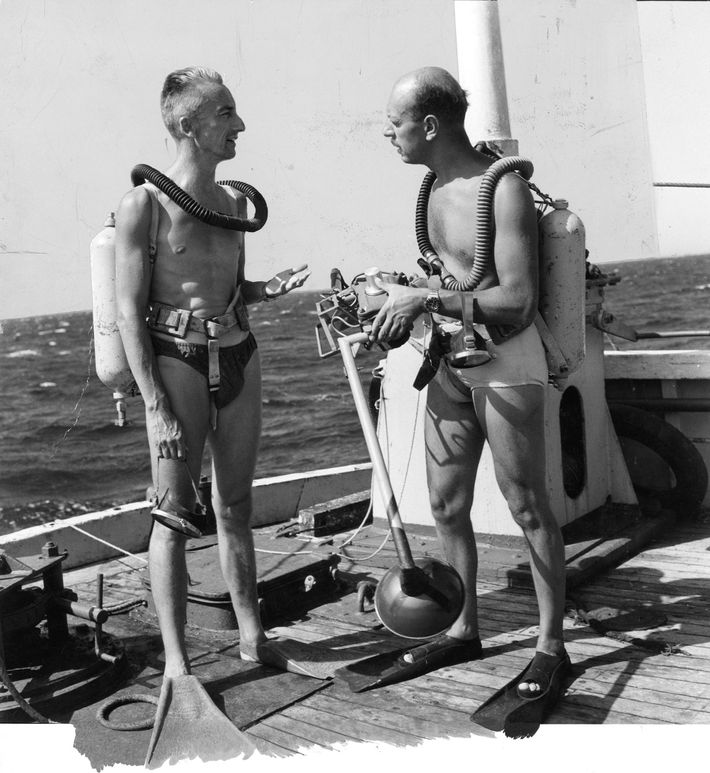 Jacques Cousteau briefs Luis Marden before a dive with Aqualung.