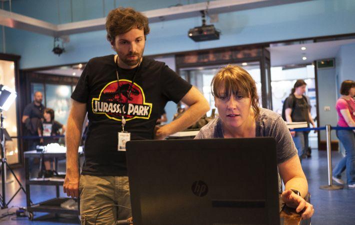 PhD student João Leite and Dr Susannah Maidment evaluate 3D scan data.
