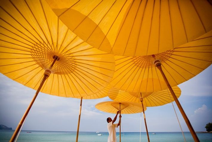 Putting up parasols on Pansea Beach, Amanpuri, Phuket. Image: Corbis