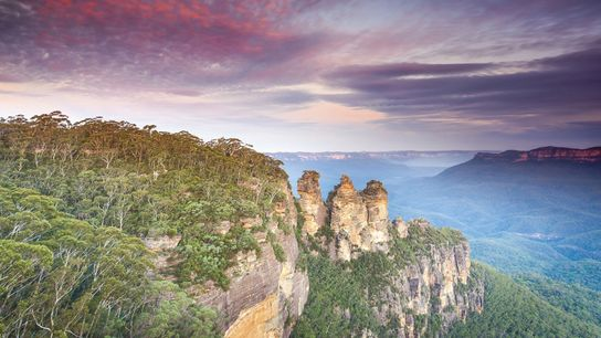 Echo Point in Katoomba looks out past the Three Sisters