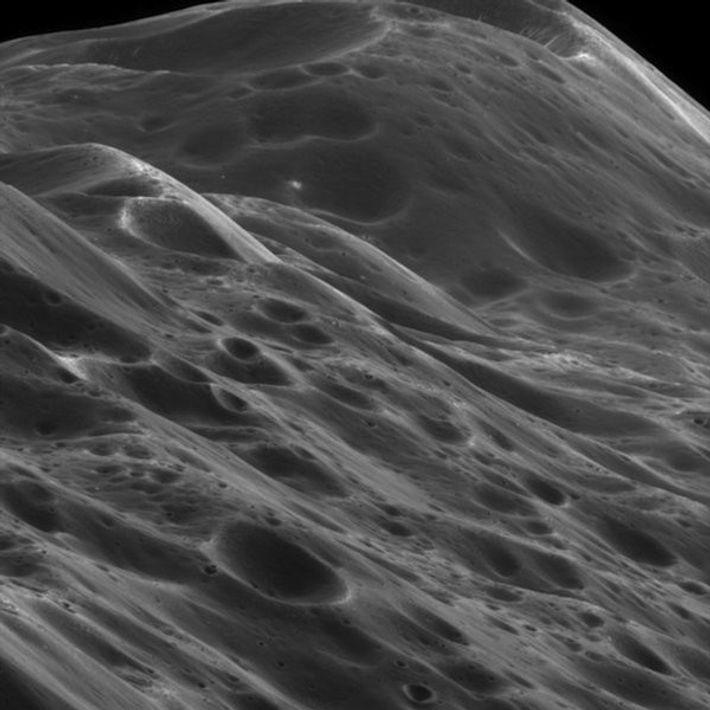 Close-up of the jagged ridge along Iapetus