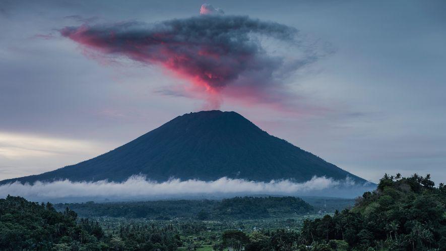 Volcanoes 101_2020_UK