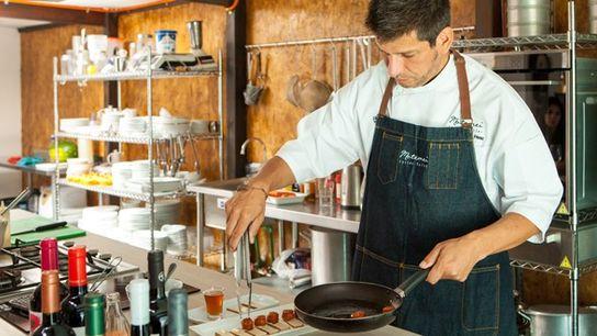 Patrico Cáceres Pérez cooking