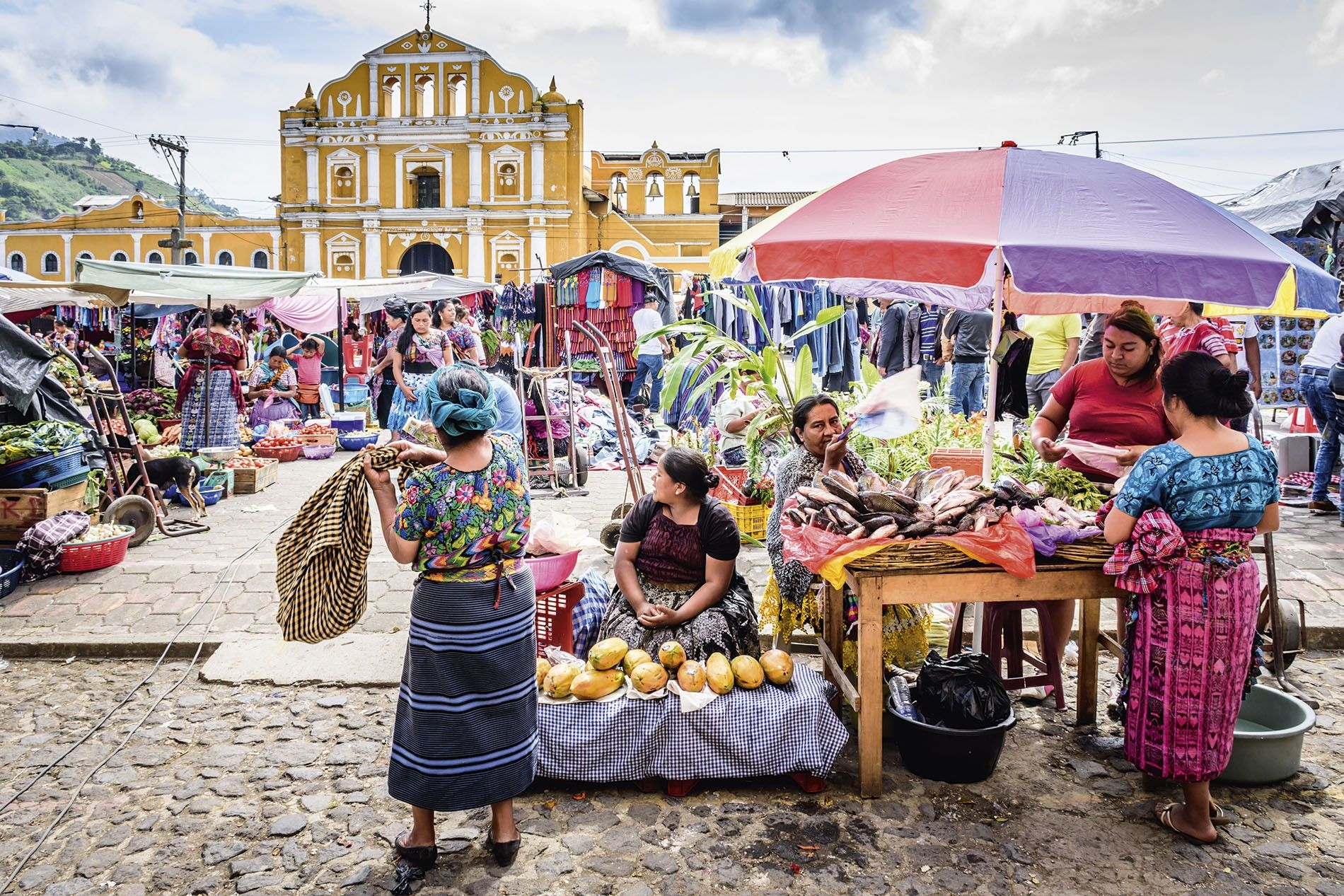 Sunday market in front of the Santa Maria de Jesus