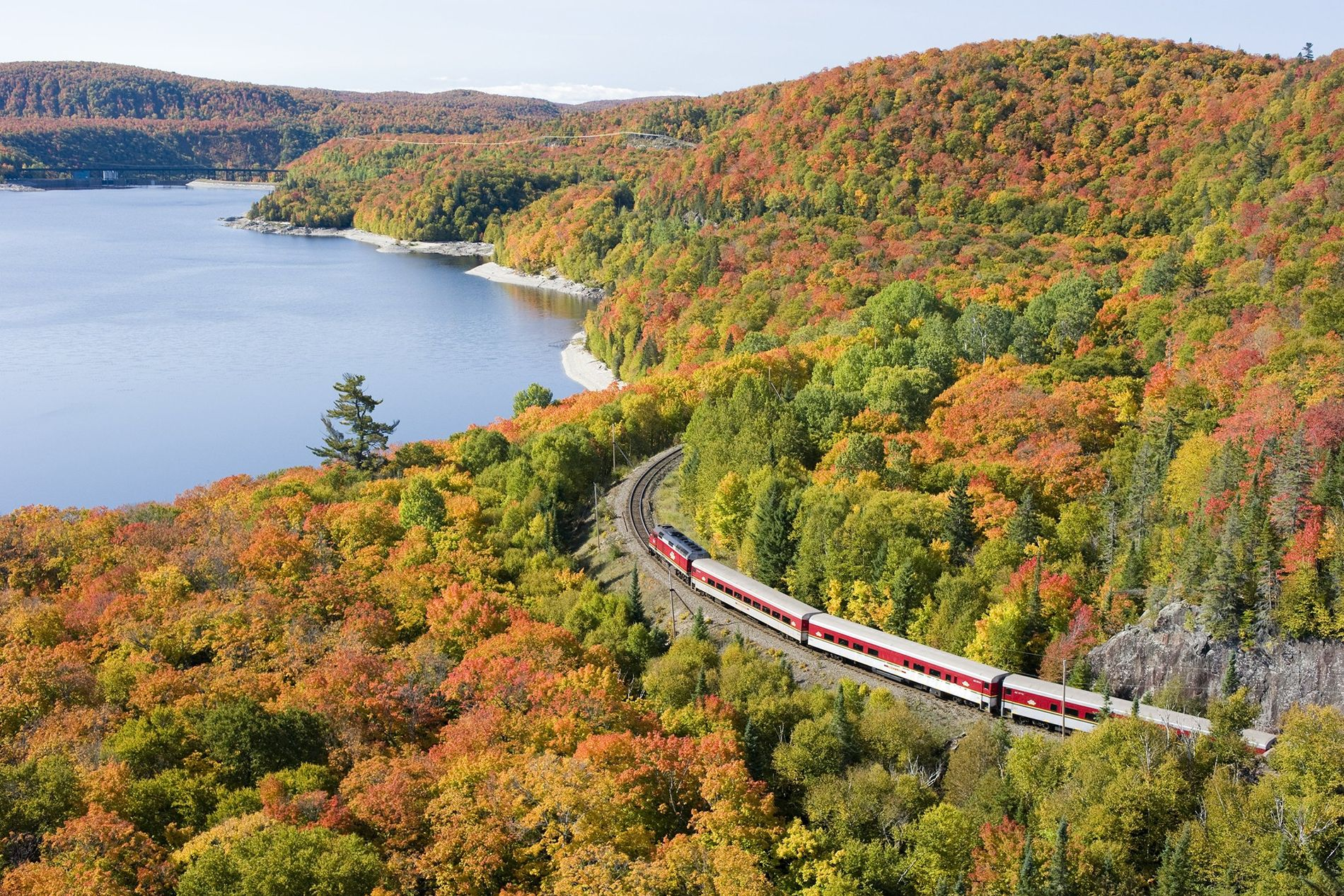 Explore the Agawa Canyon by train in summer and autumn to discover the area's spectacular scenery.
