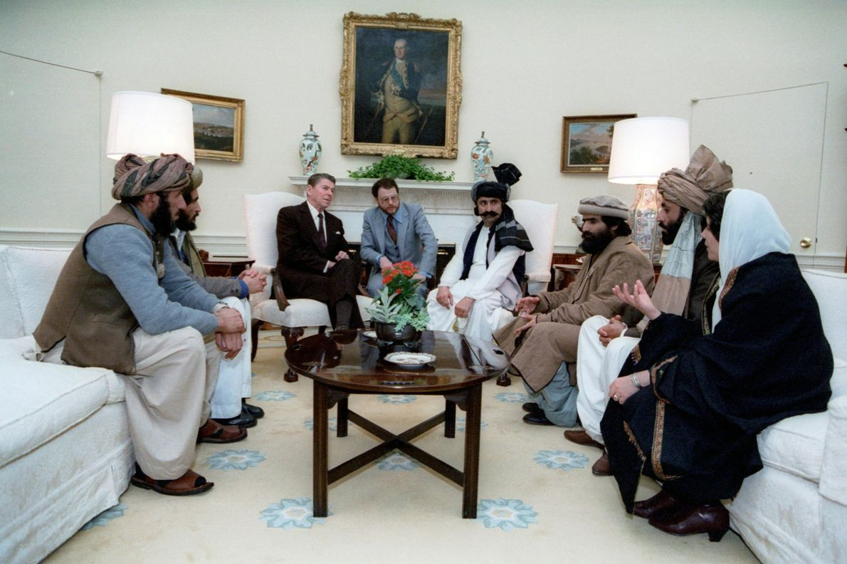 """Reagan meets with Afghan """"freedom fighters"""""""