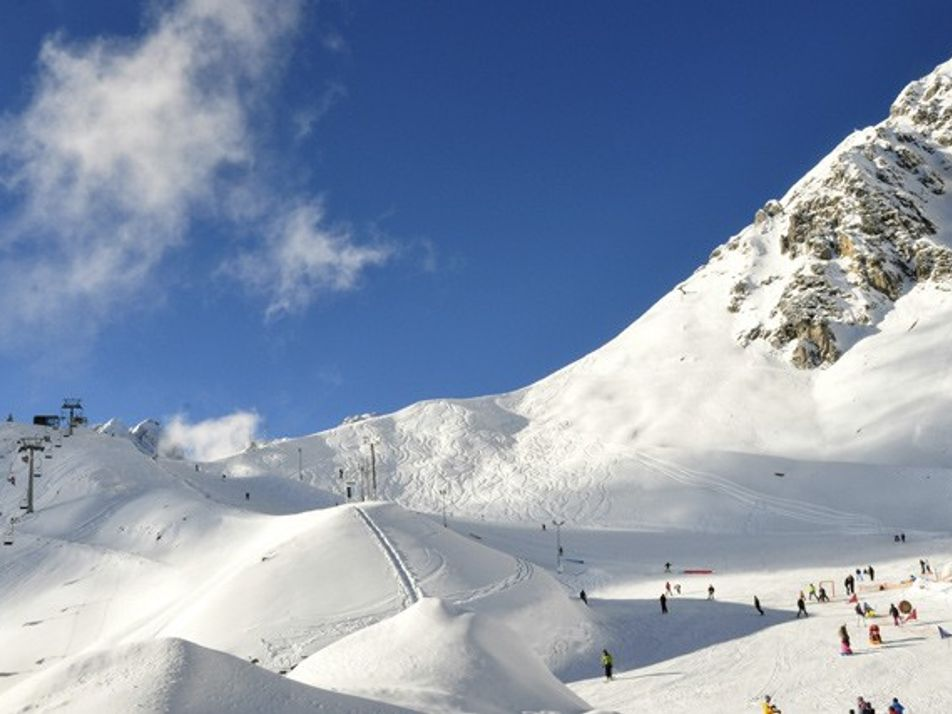 Family travel: skiing in the Austrian Alps