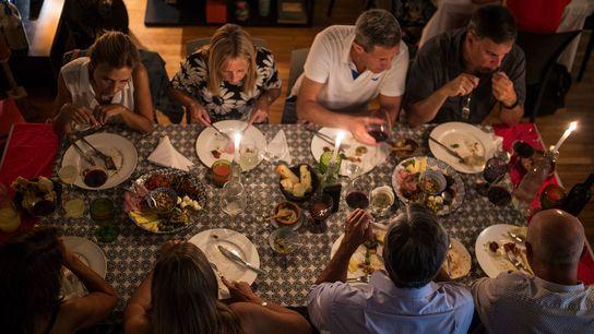 A puertas cerradas (closeddoor) communal dining experienceat the home of Paola Salvador.