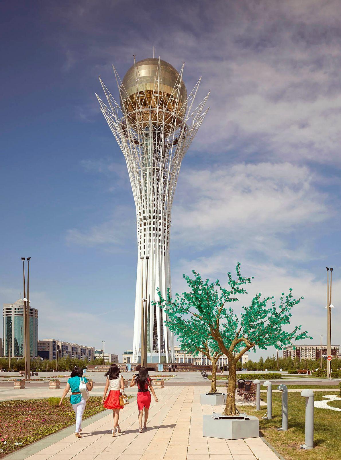 ASTANA, KAZAKHSTAN Bajterek Tower (2002)