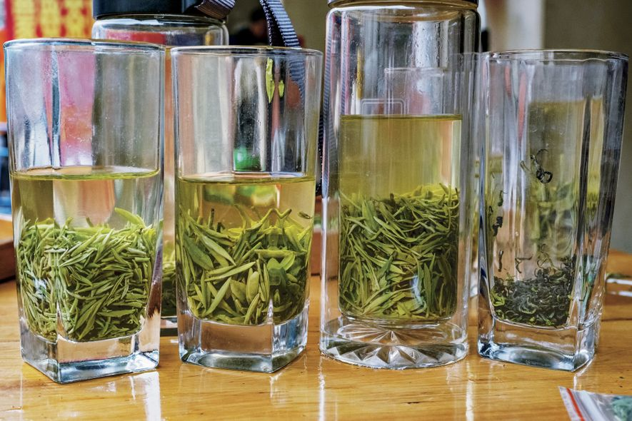 At Sichuan's Mingshan market, shoppers can sample different types of bamboo green tea  (zhuyeqing).