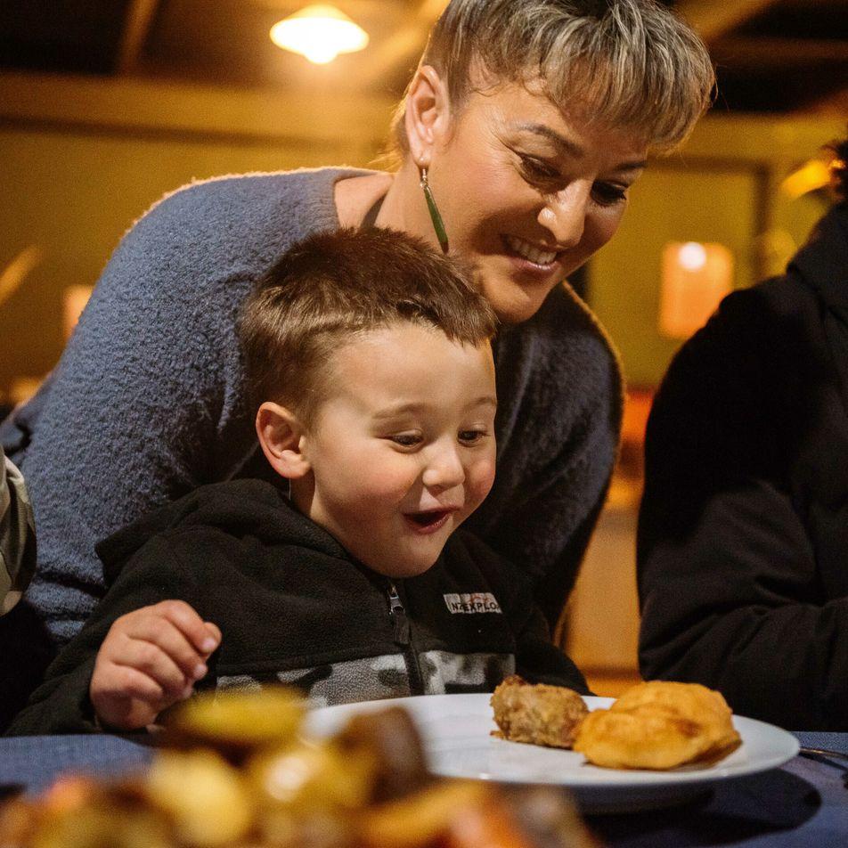 Breaking bread: a Māori family feast in New Zealand
