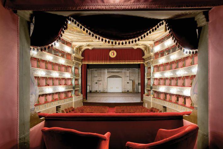 Teatro Donizetti, an 18th-century opera house in Città Bassa, has a year-round season.