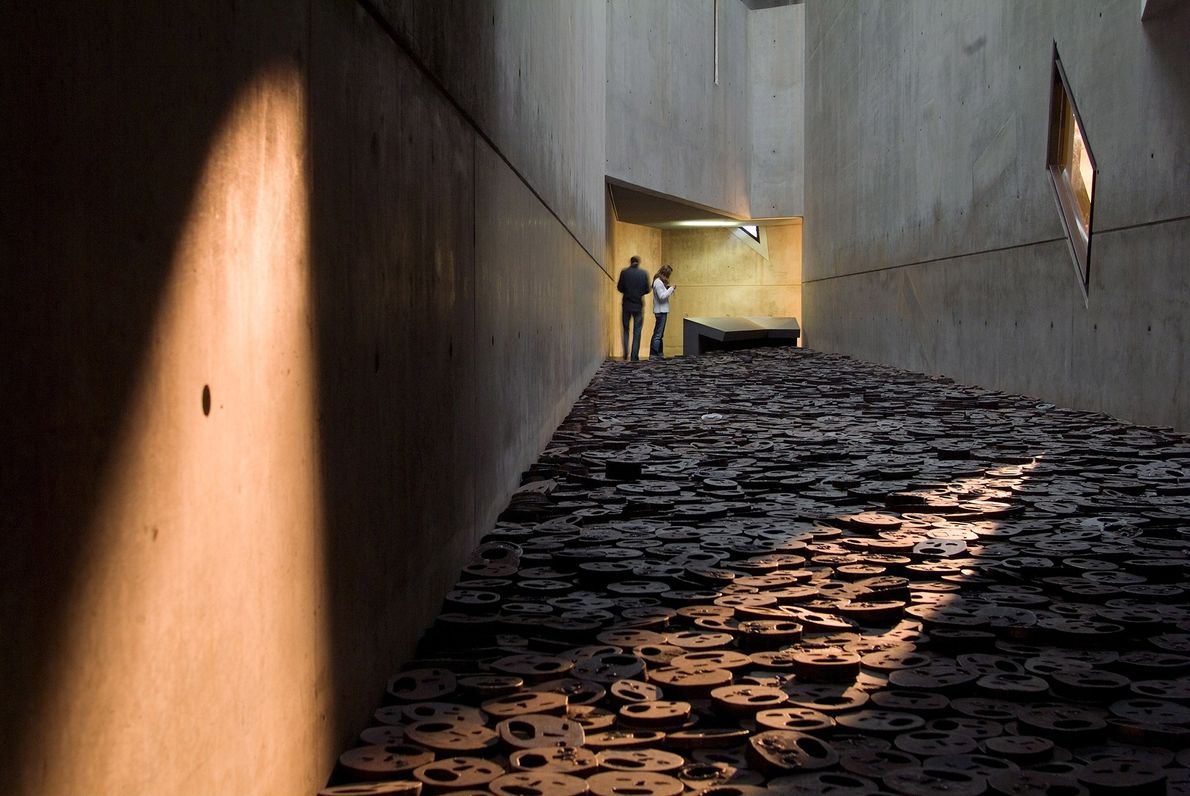 Daniel Libeskind's 2001 extension to the original Jewish Museum from 1933 aims to recall and integrate …