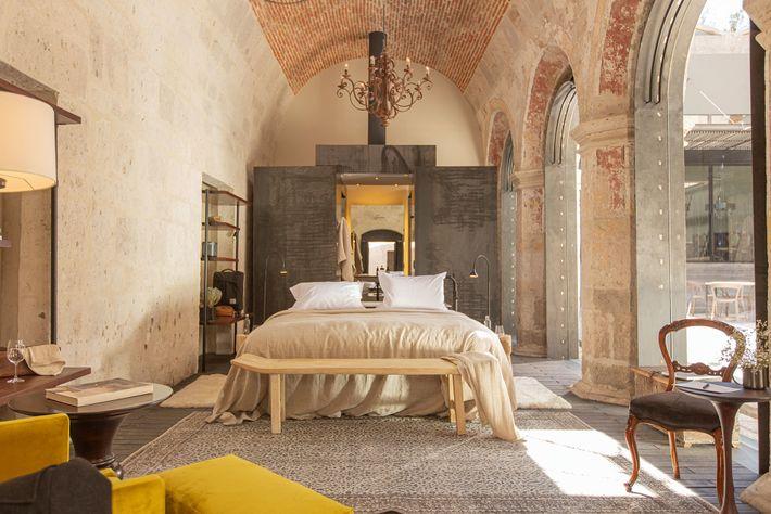 Room at Cirqa