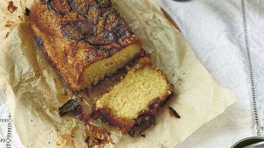 Caramelised fig semolina loaf