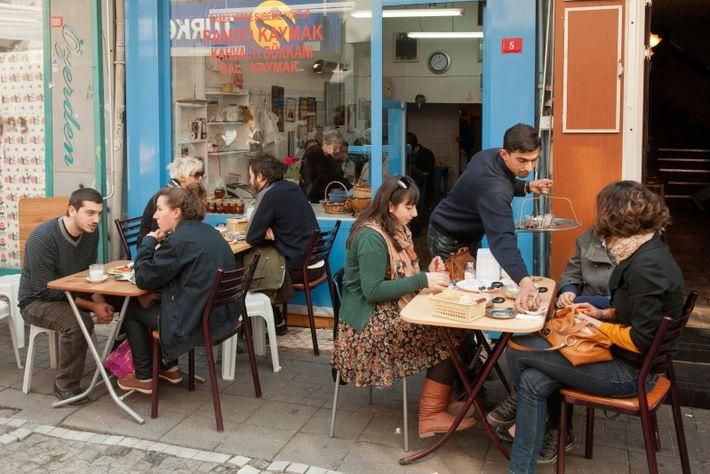 Pando Kaymak, the first restaurant in Istanbul's Beşiktaş district to serve breakfast.