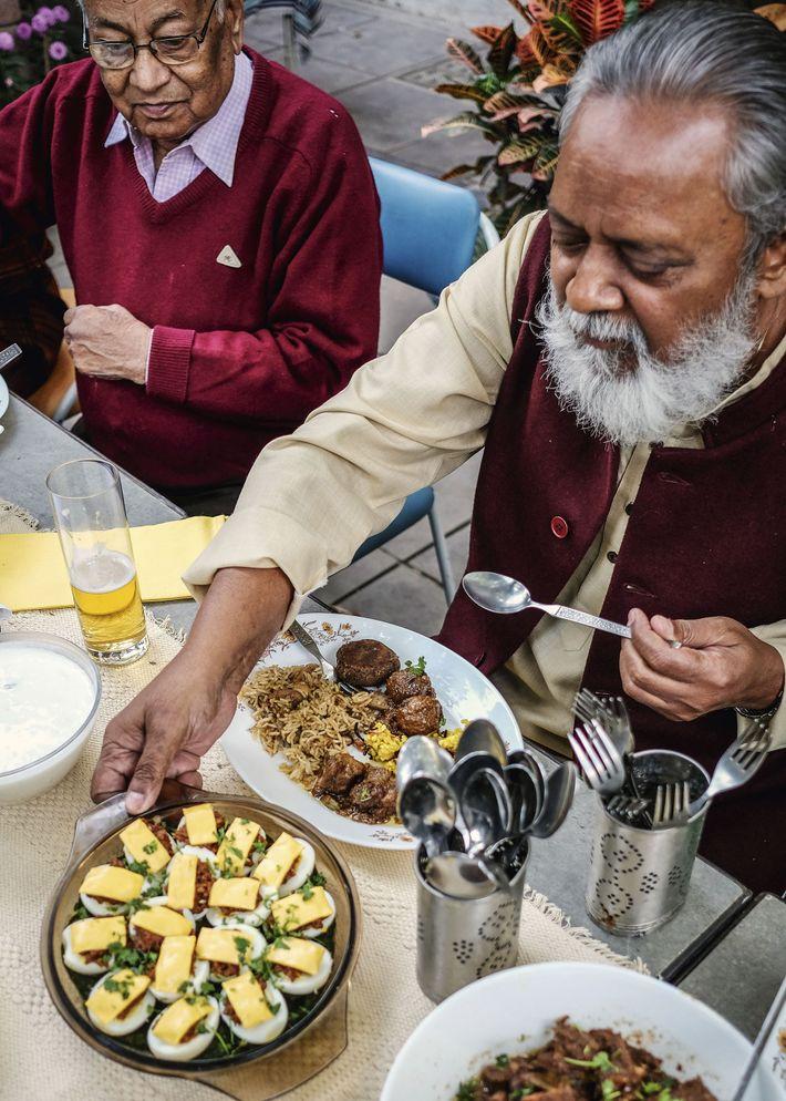 Akhil serves Manu's new egg creation