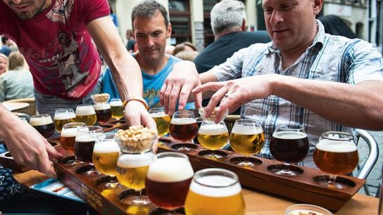 Beer tasting al fresco in Brussels