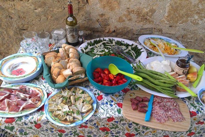 Picnic buffet at Bichi Borghesi, Tuscany. Image: Stephanie Cavagnaro