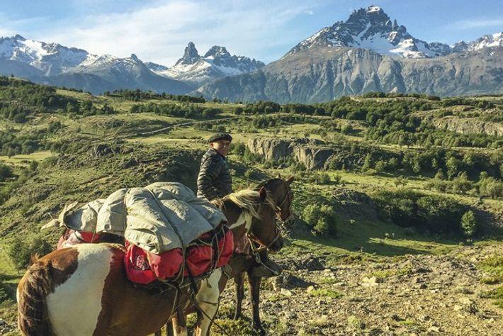 Rolando, horse trekking near Villa Cerro Castillo