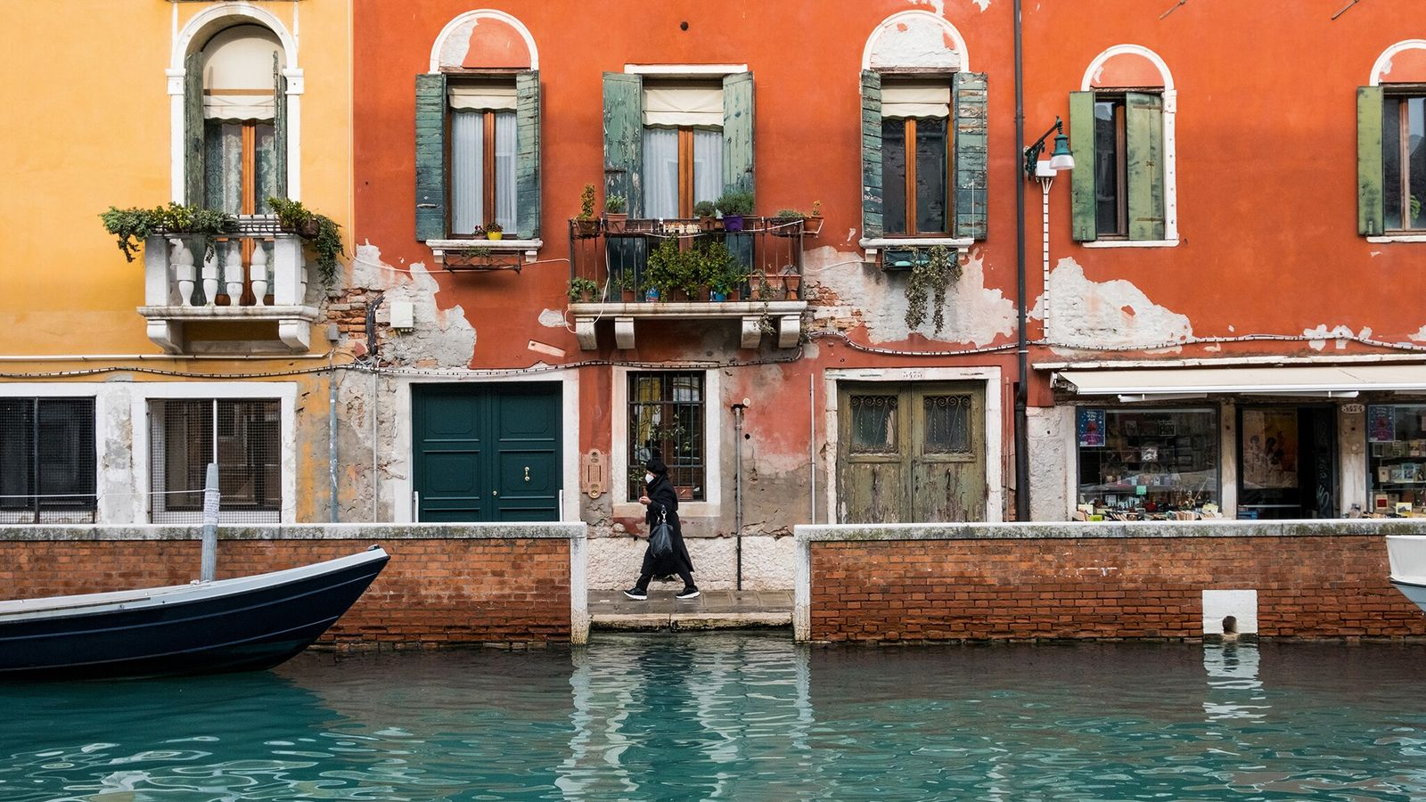 A street scene in Dorsoduro, one of the six main districts of central Venice.