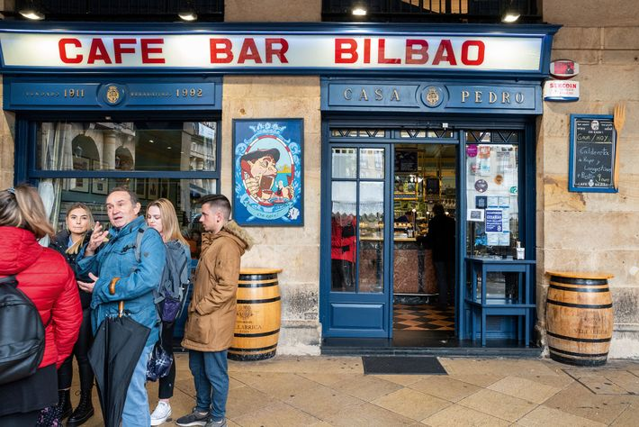 Café Bar Bilbao, which sitsin one corner of the Old Town's Plaza Nueva, prides itself on ...