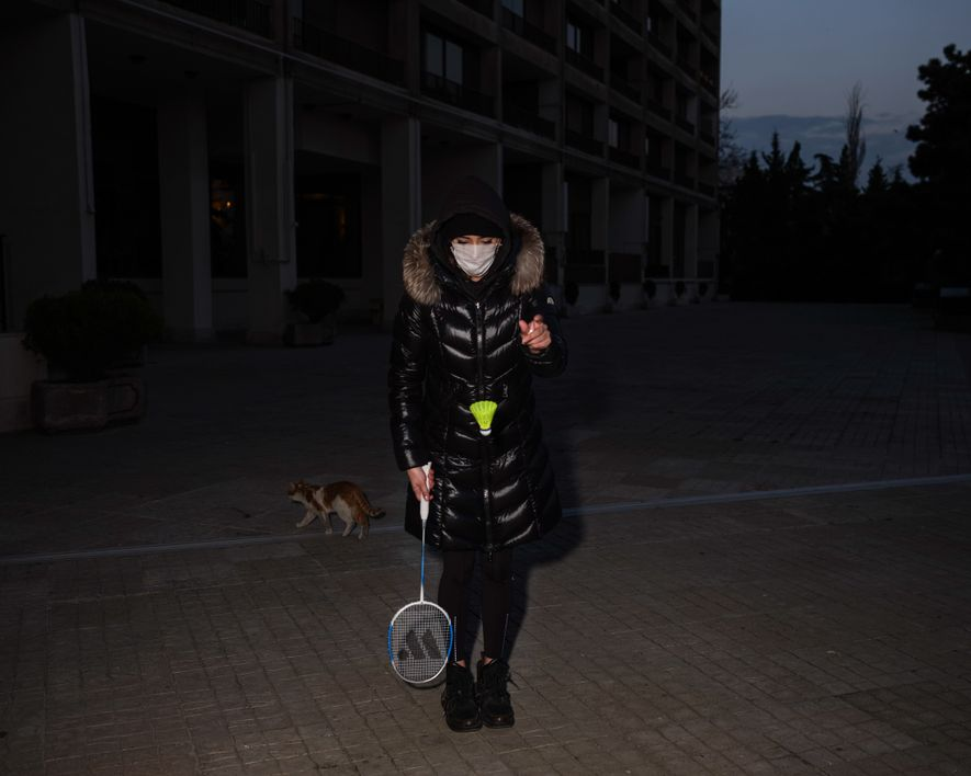 Tired of staying inside the house, the author's sister dons a face mask to play badminton ...