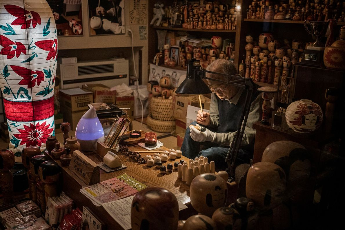 Ikuo Okazaki is a fifth-generation kokeshi wooden-doll maker from Yamagata, who skilfully whittles wood using the ...