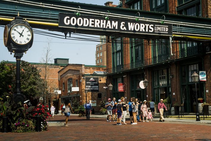 The pedestrian-only Distillery District has cobblestone streets lined with hip restaurants, bars, and boutiques.