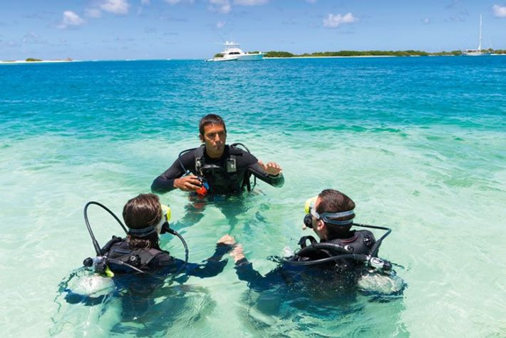 Divemaster training a couple before their first Caribbean dive