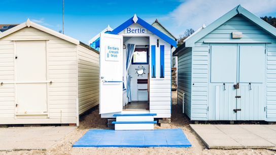 This sweet little blue and white hut is situated right next to the sea, on Mersea ...