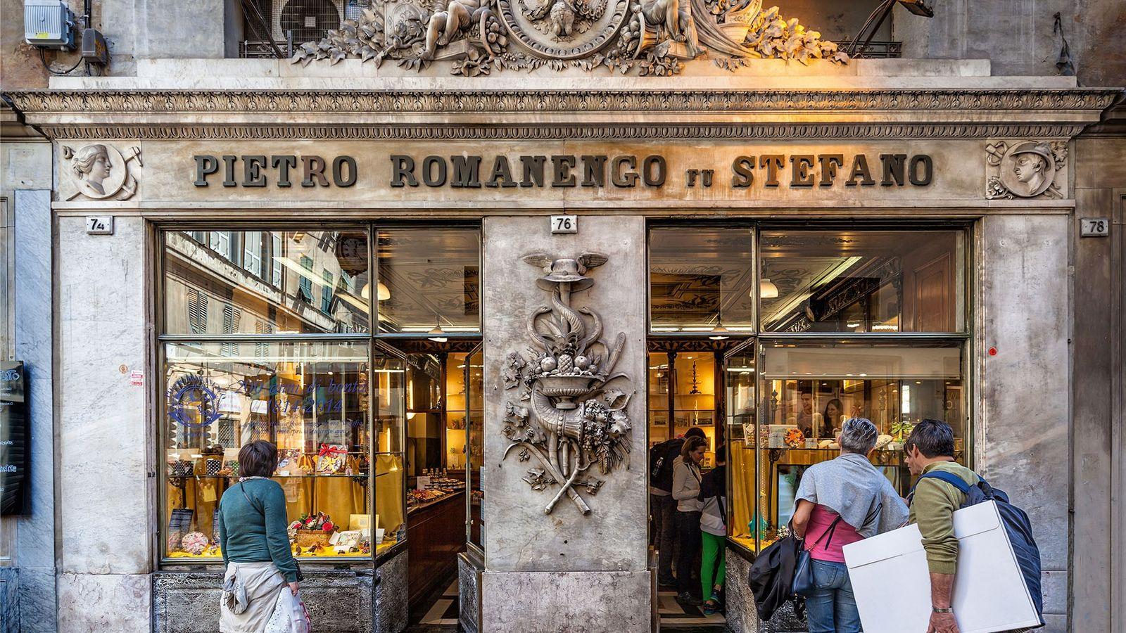 Passers-by outside Romanengo fu Stefano