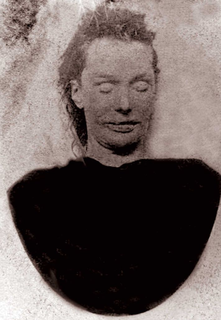 Scotland Yard took this posthumous photography of Elizabeth Stride. The large cameras used at that time ...