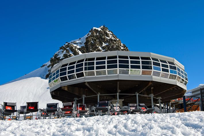 From Bettmerhorn Panoramic Restaurant one can see the great Aletsch Glacier stretching into the mountains. If this ...