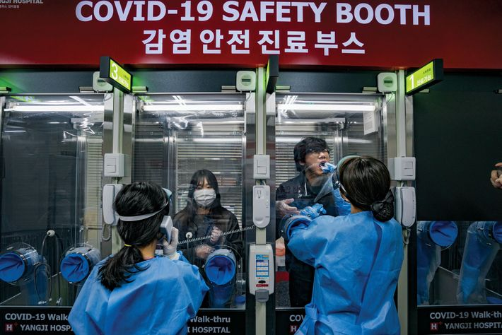 SLOWING THE SPREAD  04.14, Seoul, South Korea At the H Plus Yangji Hospital in Seoul, a ...