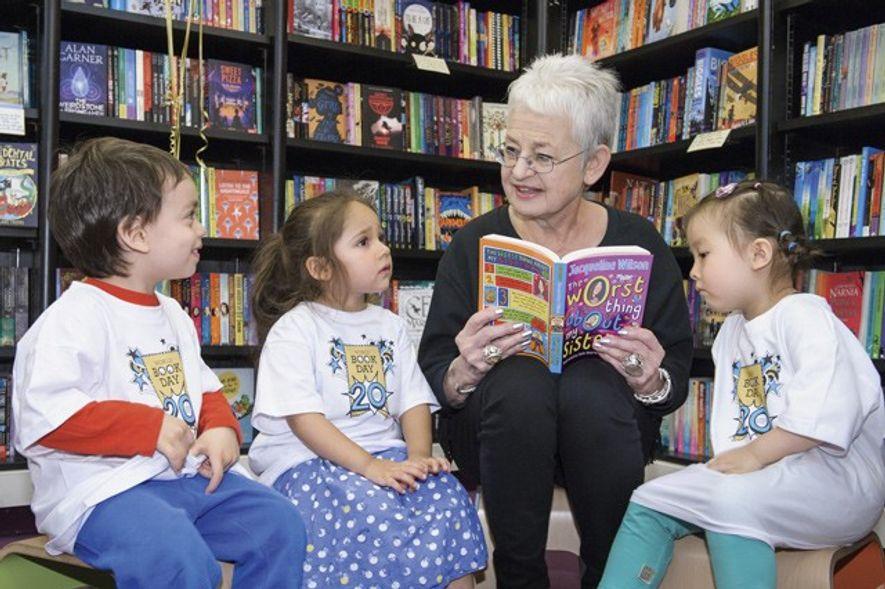 Jacqueline Wilson reads to children. Credit: World Book Day