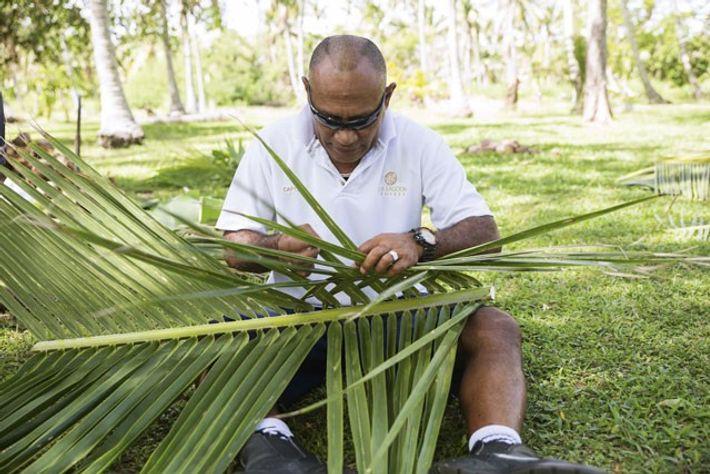 Palm-weaving. Image: Chris van Hove