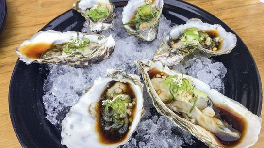 Oysters in soy sauce at Encuentro Guadalupe.