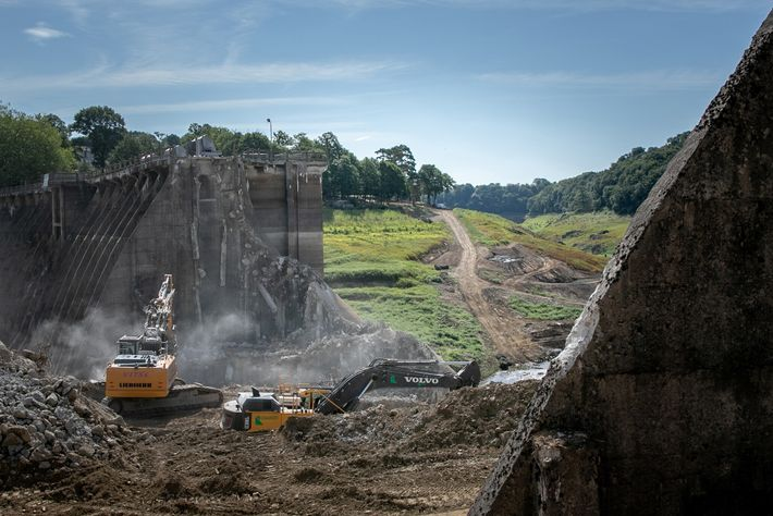 The hydroelectric Vezins Dam, in Isigny-le-Buat, northwestern France, is taken down on August 8, 2019. A ...