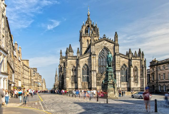 A medieval masterpiece, St Giles' Cathedral sports dramatic angles and intricate carved figures, making it one of ...
