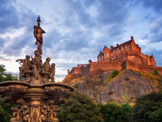 How to plan an architecture walking tour along Edinburgh's Royal Mile
