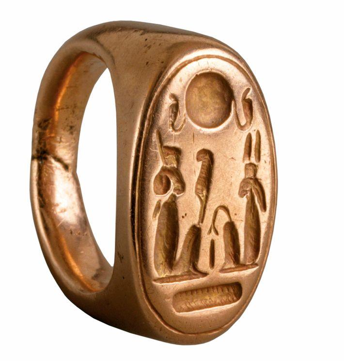 A gold ring found at Amarna depicts Akhenaten and his queen Nefertiti. Circa 1353-1336 B.C. Metropolitan ...
