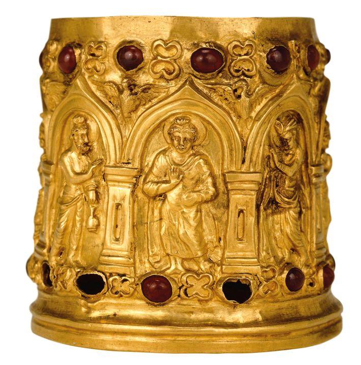 Golden Buddha (center), on the Bimaran reliquary. First century A.D. British Museum, London